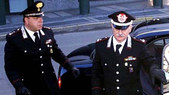 L'ex generale Mario Mori e il colonnello Luigi Verde, comandante dei CC di Sondrio (De Giorgi)
