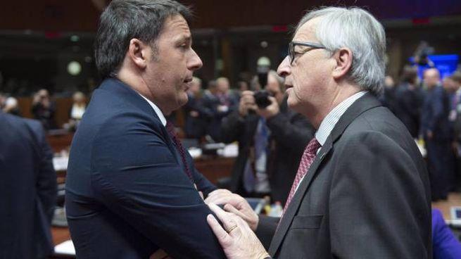 Il presidente della Commissione Ue, Jean Claude Juncker, con Matteo Renzi (Ansa)