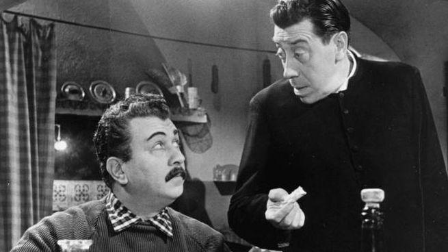 """Les comediens Gino Cervi et Fernandel dans une scene du film """"Le petit monde de Don Camillo"""" de Julien Duvivier 1952 Photographie �Farabola/Leemage"""
