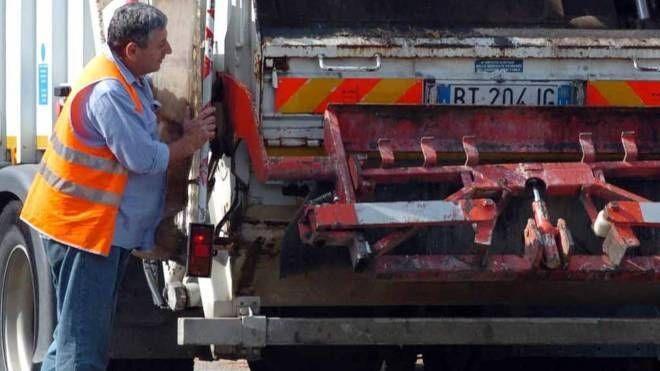IL SERVIZIO L'azienda Aamps svolge il servizio di raccolta e smaltimento dei rifiuti, 100% di proprietà del Comune