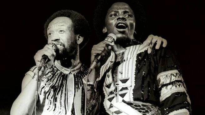 Maurice White e Philip Bailey sul palco nel '78 (Olycom)