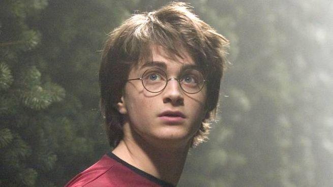 Daniel Radcliffe nei panni di un Harry Potter giovanissimo (Ansa)