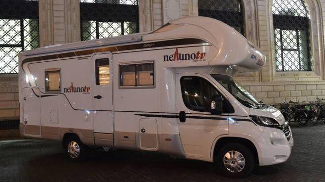 Il camper di Nettuno Tv (foto Schicchi)