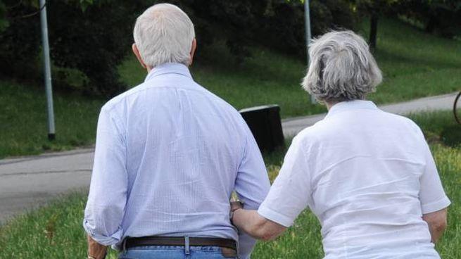 Una coppia di anziani