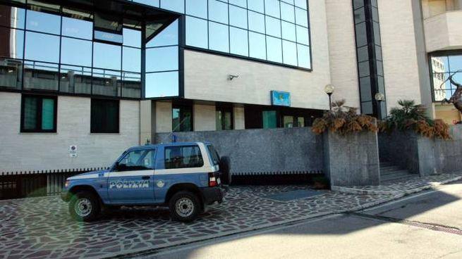 Ascoli: la sede della polizia stradale, dove è avvenuto il suicidio (Foto Labolognese)