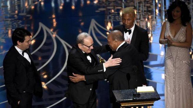 Oscar 2016, Ennio Morricone premiato per la migliore colonna sonora (Ansa)
