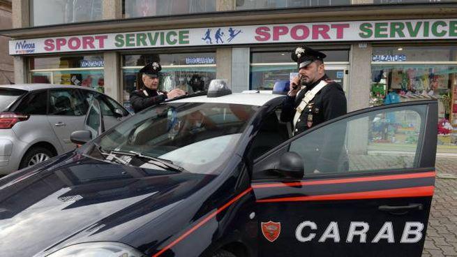 I carabinieri di Meldola davanti al negozio di Forlimpopoli (Frasca) 9ecf667de6f
