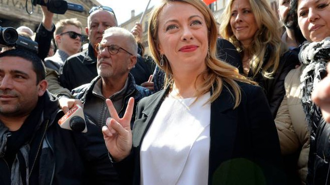 Giorgia Meloni al Pantheon (Imagoeconomica)
