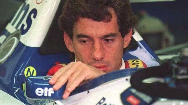Ayrton Senna dentro la sua Williams prima dell'incidente