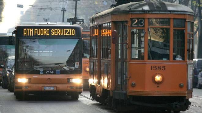 Mezzi pubblici fuori servizio a Milano (archivio)