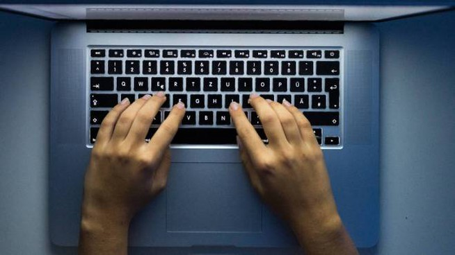 Un utente al computer