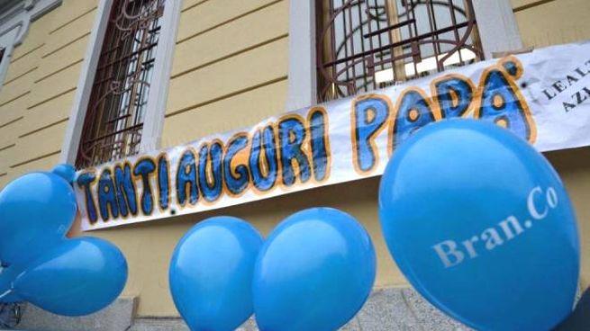 Asilo vuole abolire la festa del papà, proteste a Milano