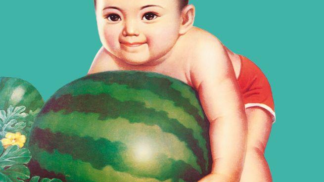 Il bimbo scelto come simbolo della mostra dedicata alla propaganda di Mao in Cina