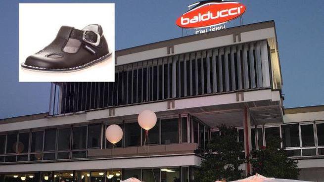 Lo stabilimento della Balducci e nel riquadro le scarpine 67feaafc4a4