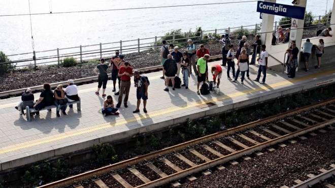 Turisti alla stazione di Corniglia