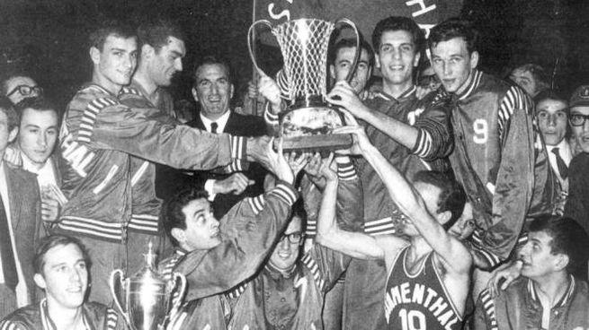 La festa dell'Olimpia in occasione della prima Coppa Campioni
