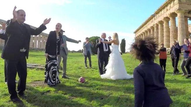 Matrimoni fra i templi di Paestum (Ansa)