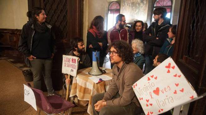 Bologna, la protesta di Làbas in Cappella Farnese (FotoSchicchi)