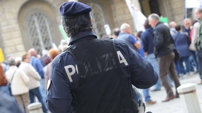 Un agente di polizia al lavoro