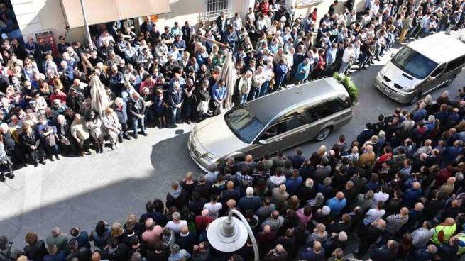 Massa, i funerali dei due cavatori morti a Carrara