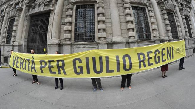 Una manifestazione di Amnesty International a Milano per chiedere la verità su Regeni
