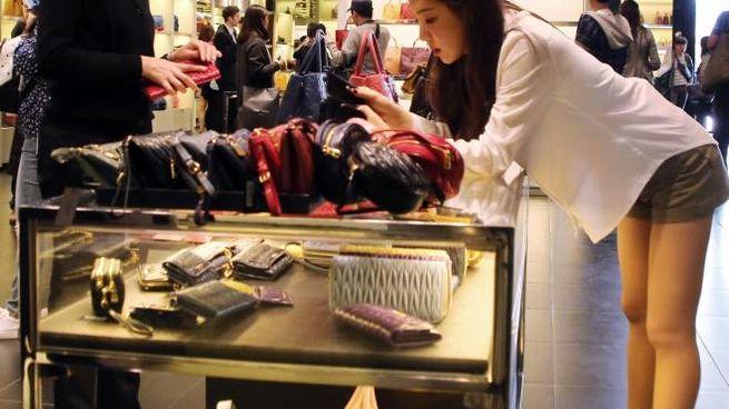 Sul pullman dei turisti per shopping Uffizi? Meglio gli outlet con ...