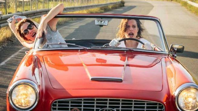 Valeria Bruni Tedeschi e Micaela Ramazzotti in una scena de 'La pazza gioia' (Ansa)