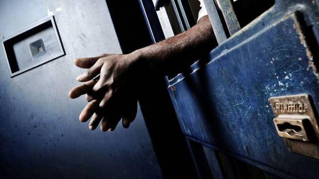 Un detenuto in cella (foto di repertorio)