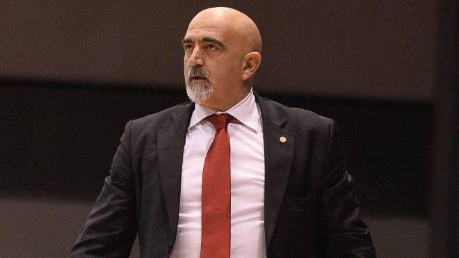 Il coach dell'Andrea Costa Giampiero Ticchi