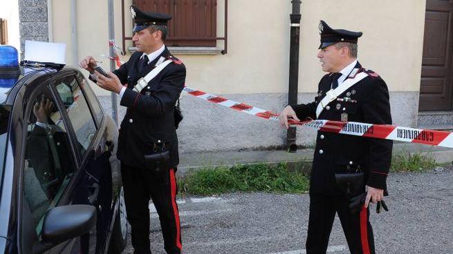 I carabinieri mettono sotto sequestro la zona dove è si è consumato il delitto