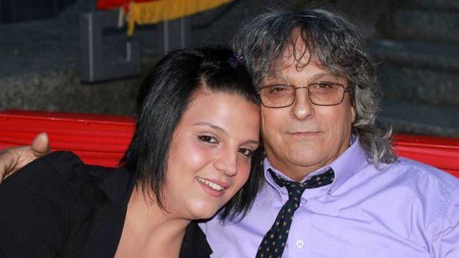 Deborah Fuso  in un abbraccio con il papà Gigino (Studiosally)