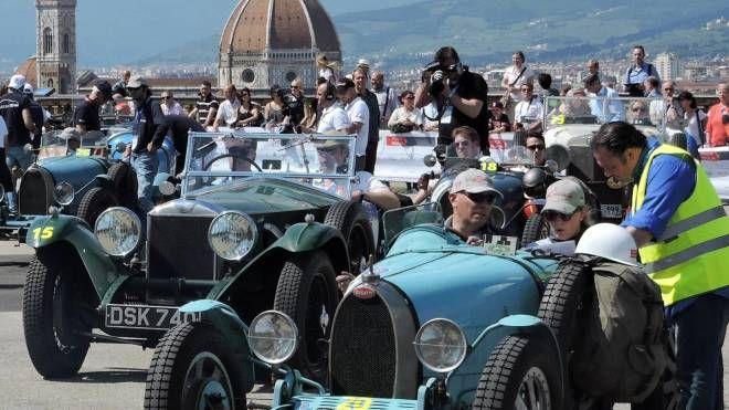 Il passaggio delle Mille Miglia a Firenze (NewPressPhoto)