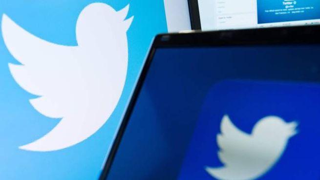 Il logo di Twitter: presto i cinguettii andranno oltre i 140 caratteri (Afp)