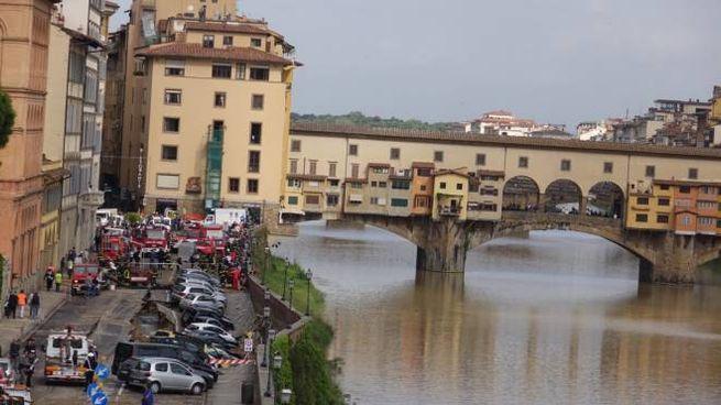 PRESSPHOTO, Firenze  crollo della spalletta in lungarno Torrigiani foto Gianluca Moggi/ New Pollici ress Photo