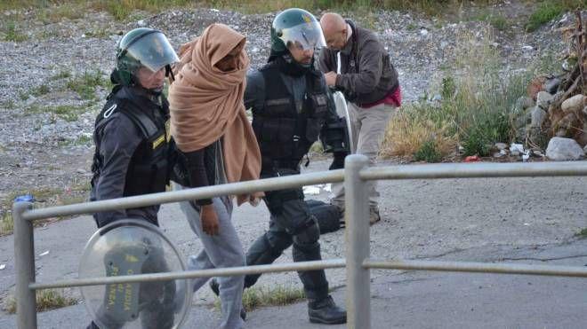 Ventimiglia, al via lo sgombero dei migranti (Lapresse)