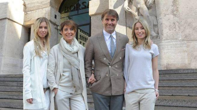 41d1ea64f4 Brunello Cucinelli con moglie e figlie davanti alla sede di Borsa Italiana
