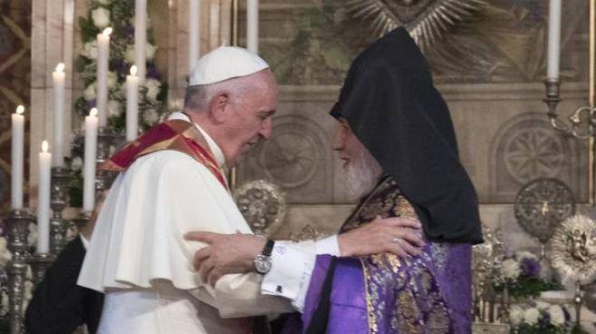 Papa Francesco in Armenia (Ansa)