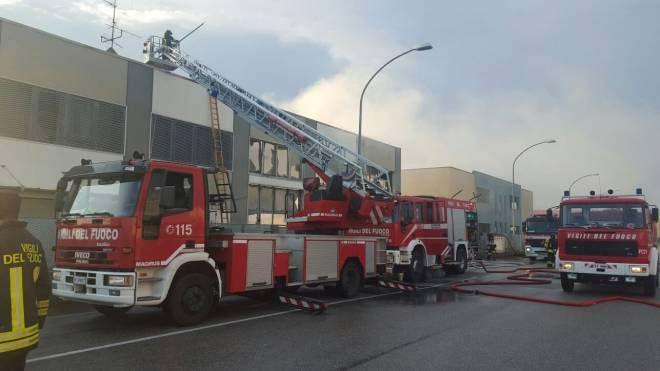 Incendio: i vigili del fuoco al lavoro in via Ravenna a San Pietro in Casale