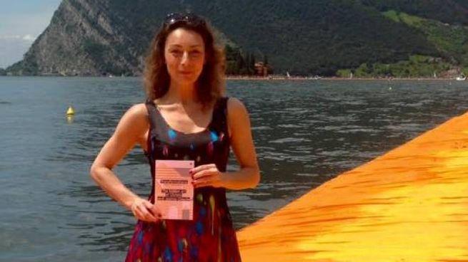 Zornitza Kratchmarova con il libro 'Trasformazioni'