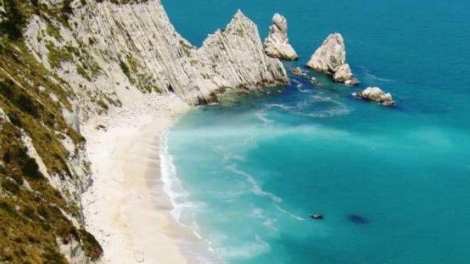 La spiaggia delle Due Sorelle