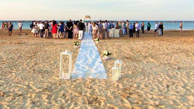 Matrimonio in spiaggia, a Fano da quest'anno è possibile (Foto di repertorio Effimera)