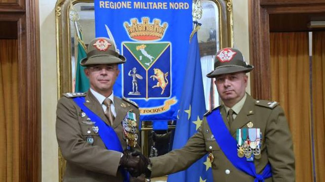 CAMBIO DELLA GUARDIA Il generale Massimo Panizzi ( a sinistra) andrà a Bolzano con un nuovo prestigioso incarico