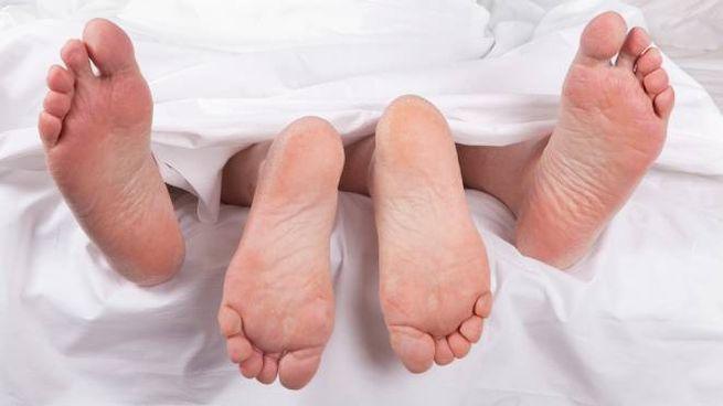 Vido piedi letto sesso