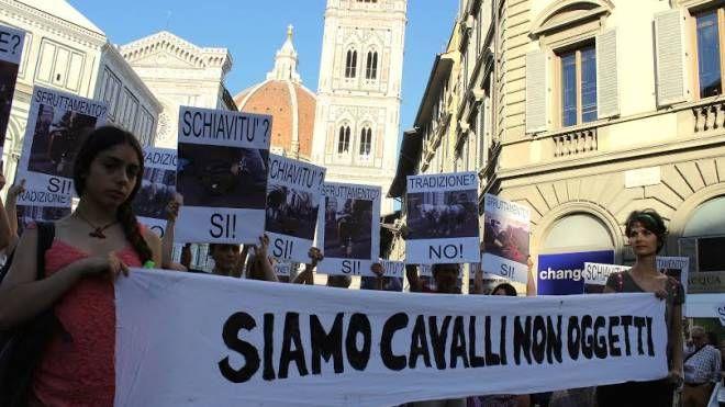 Un momento della manifestazione a Firenze