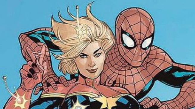 Captain Marvel abbracciata a Spiderman