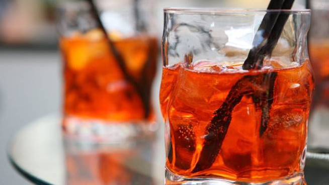 Lo Spritz Veneziano, ricetta della International Bartender Association – Foto: Campari