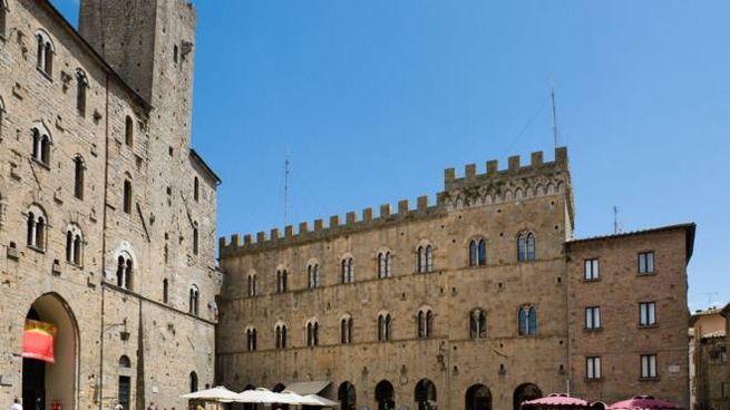 PIazza dei Priori a Volterra - foto Ian G Dagnall / Alamy