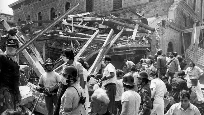 La sala d'aspetto della stazione dopo lo scoppio della bomba il 2 agosto 198007