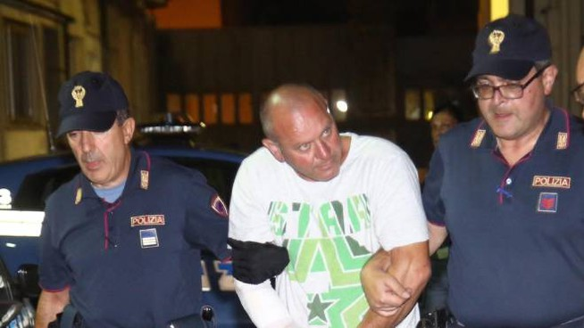 Pasquale Russo accompagnato in carcere (foto Ansa)