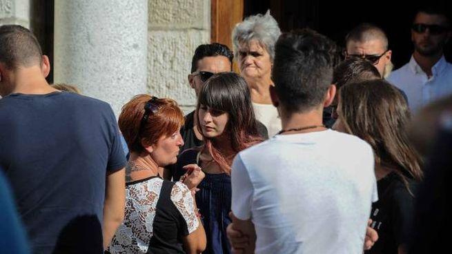Valentina, la figlia di Vania al funerale (foto LaPresse)